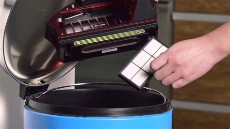 How to Care for the Bin | Roomba® 980 | iRobot® - YouTube