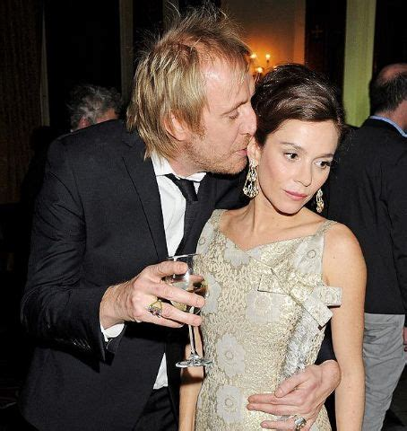 Who is Rhys Ifans dating? Rhys Ifans girlfriend, wife